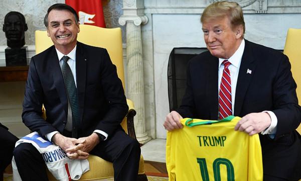 José Reinaldo: Apoiando Trump, Bolsonaro rasga Constituição brasileira
