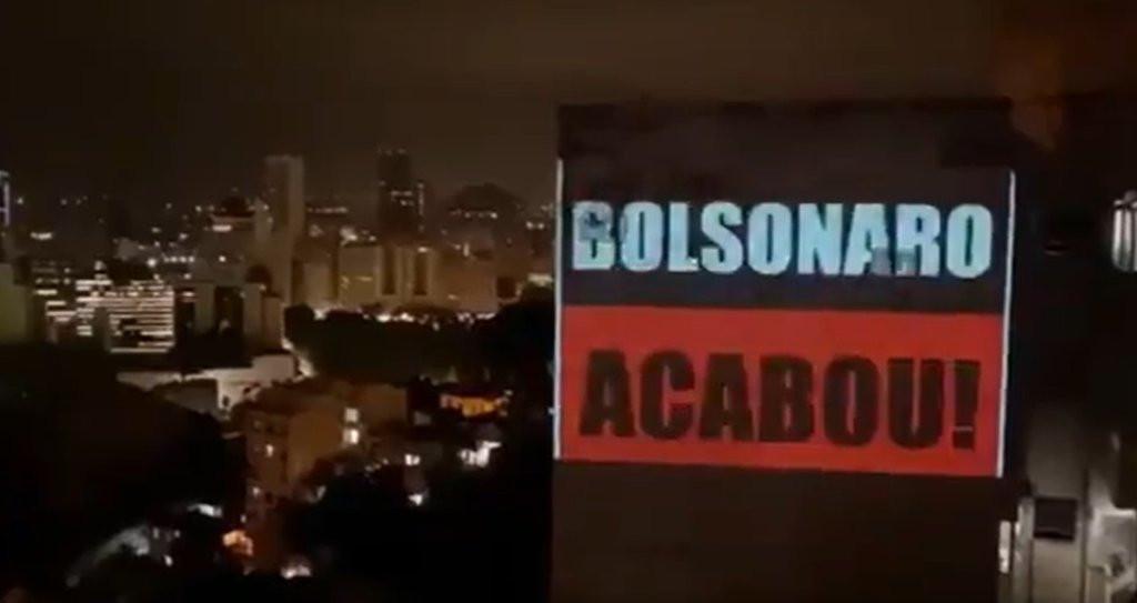 POLÍTICA Partidos e entidades apresentam pedido de impeachment de Bolsonaro