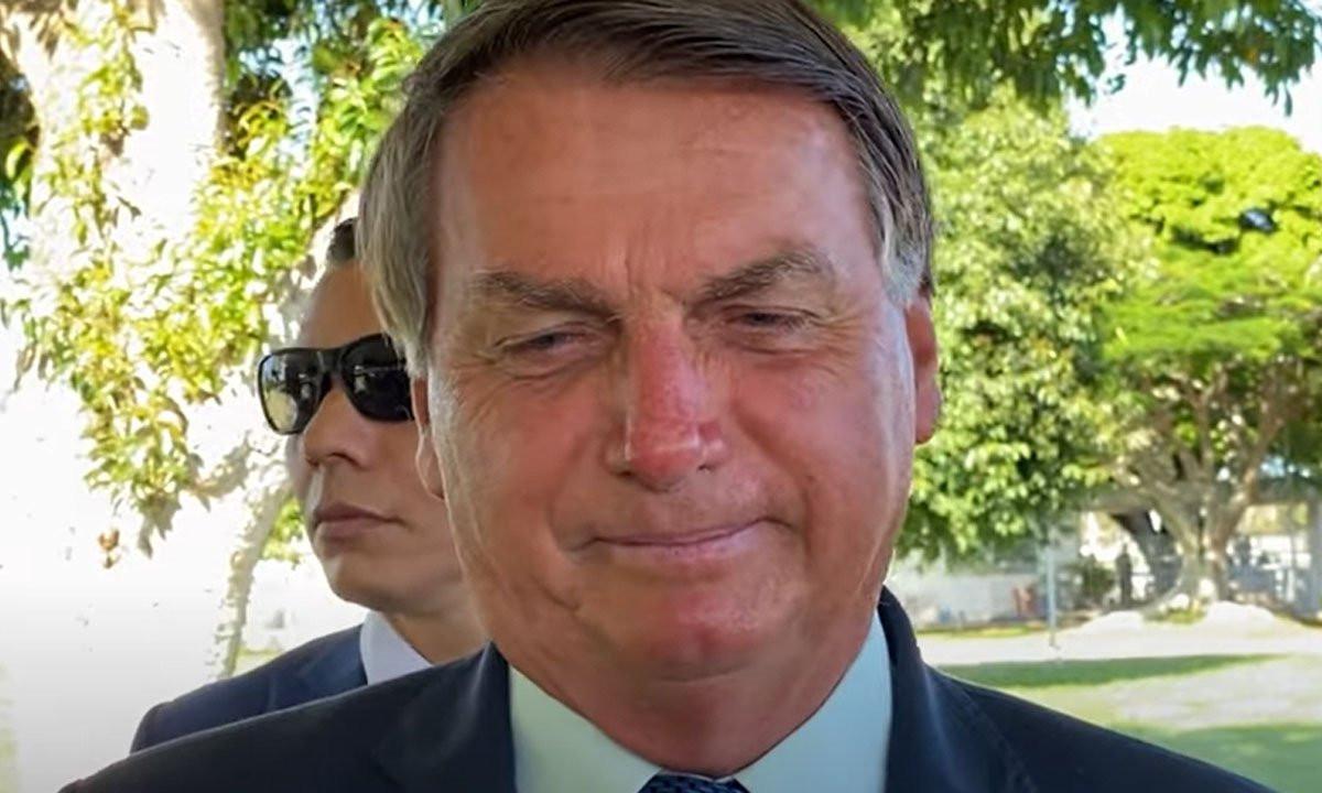 Após quase 200 mil mortes, Bolsonaro diz que imprensa 'potencializa o vírus'
