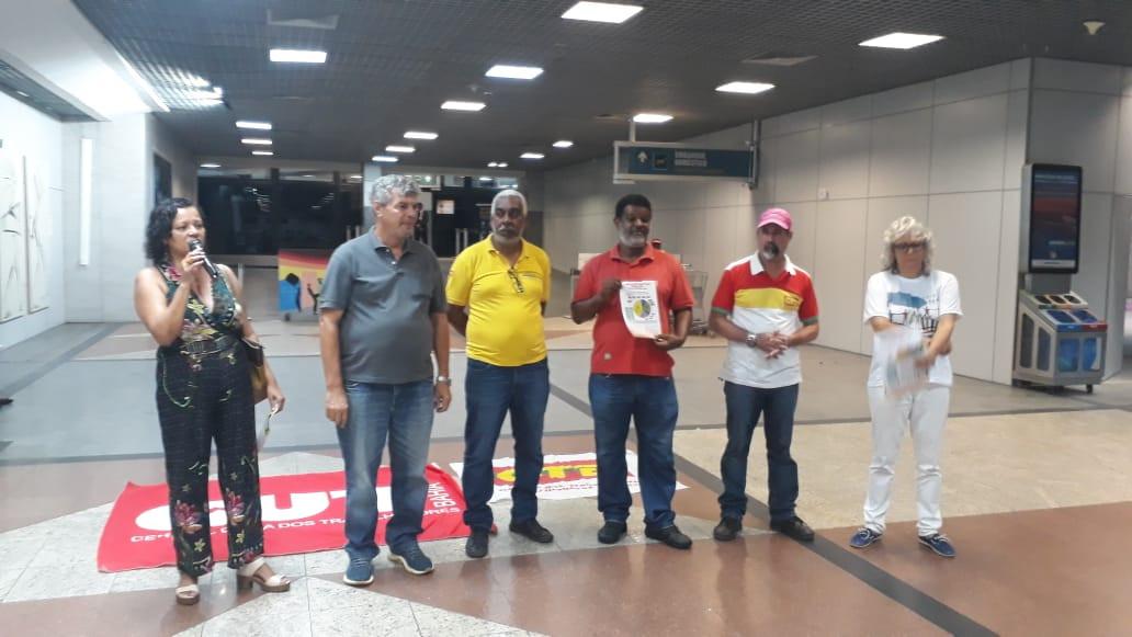 Centrais sindicais vão a aeroporto pressionar deputados contra a reforma da previdência