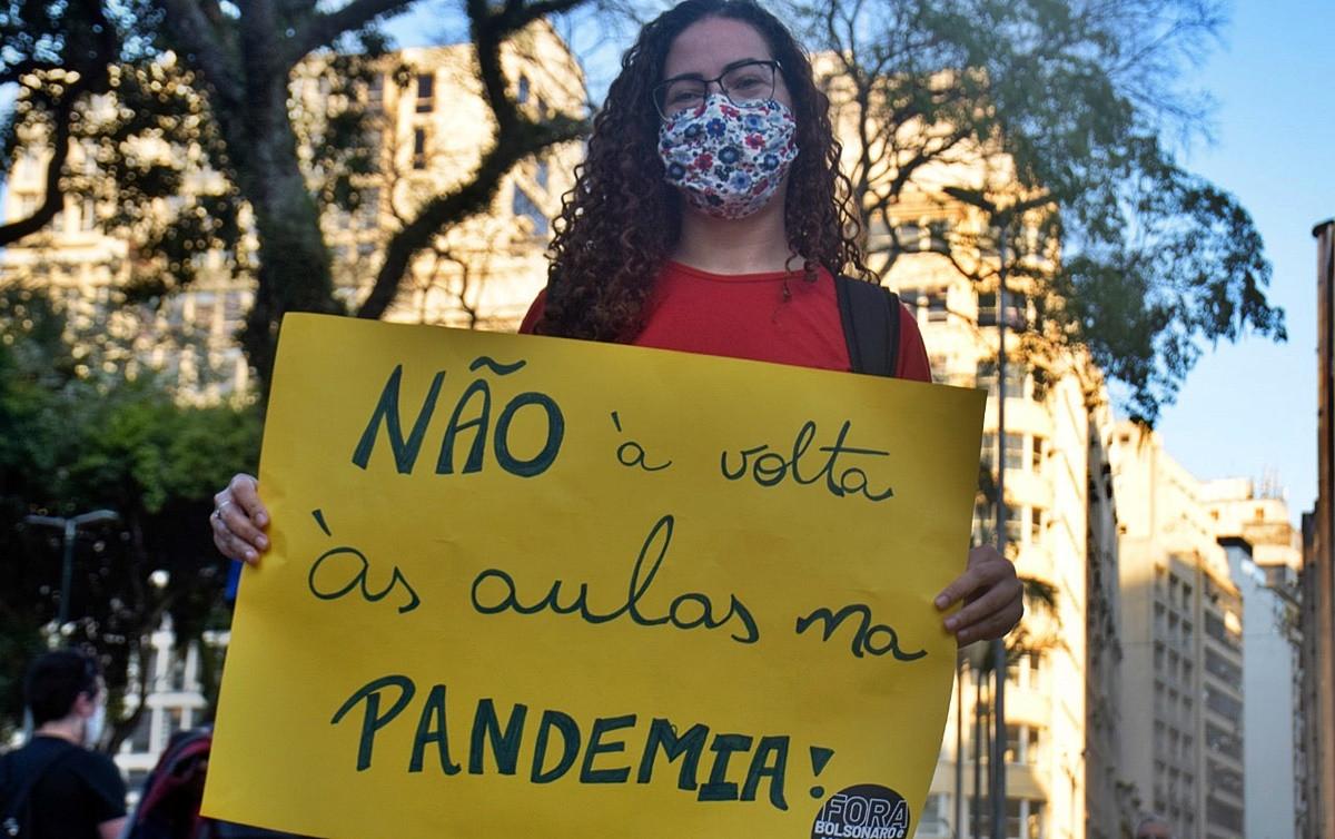 Câmara aprova projeto que reabre escolas em pleno auge da pandemia