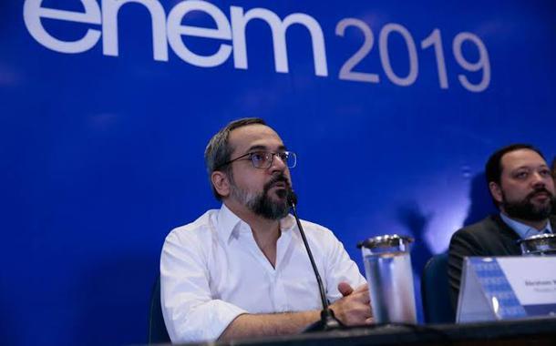 Weintraub faz de conta que não há pandemia e confirma Enem em novembro