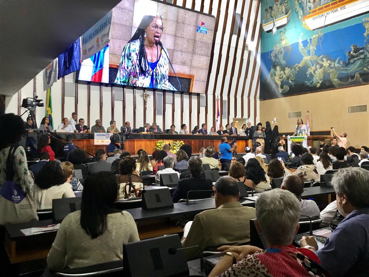 Assembleia Legislativa da Bahia é palco de ato em defesa das universidades