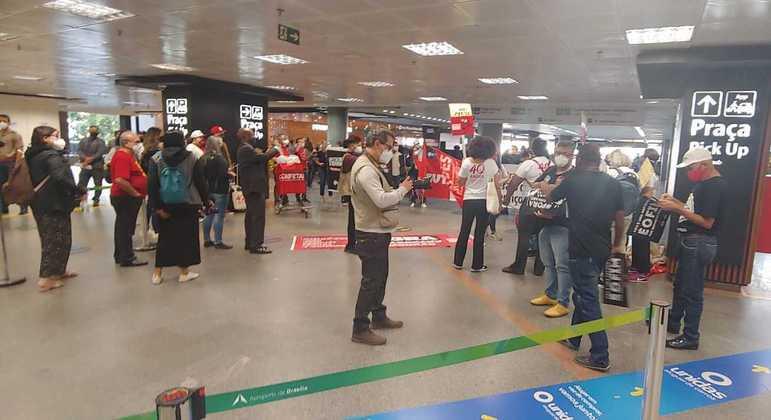 Trabalhadores pressionam deputados em Brasília contra a PEC 32