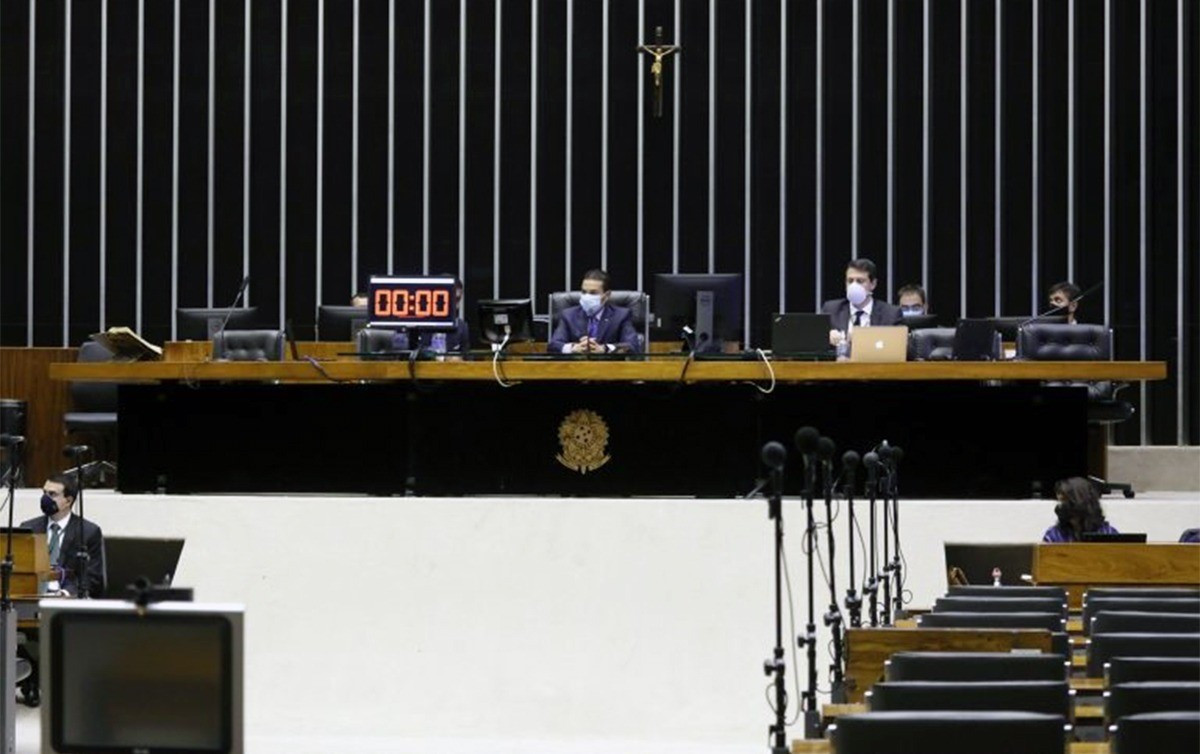 Com obstruções, Câmara encerra sessão. Oposição e centrais querem MP do auxílio emergencial