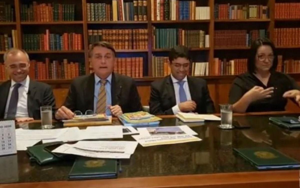 Vice-líder pego com 'dinheiro sujo' não tem 'nada a ver' com o governo, diz Bolsonaro