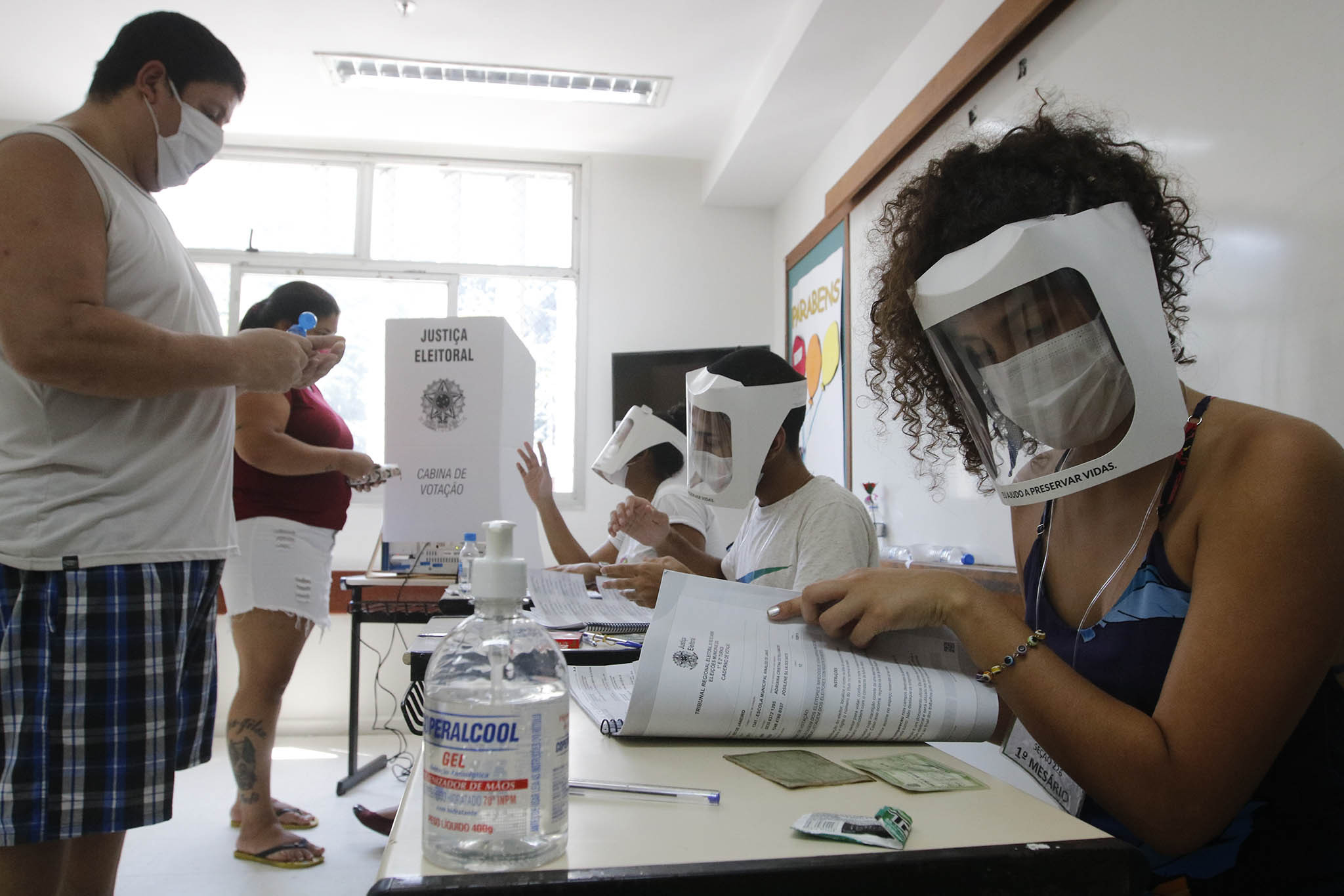 Brasil registra 35 mil novos casos de Covid-19, com aumento de 71%