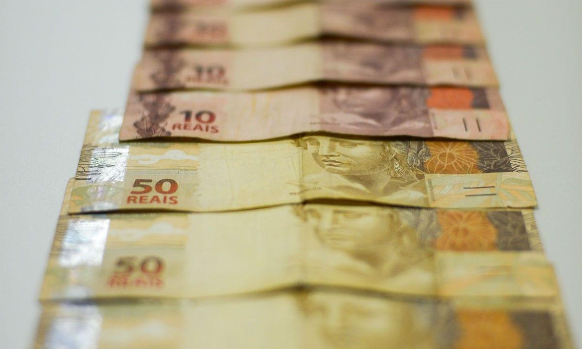 Salário mínimo será de 1.030 reais em 2020, abaixo do projetado pelo governo